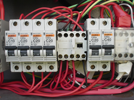Discoloured wires indicate bad connection by contactor